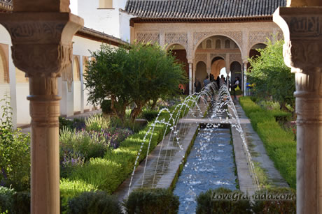 generalife gardens in the alhambra