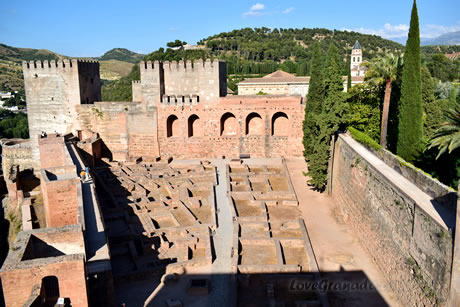 history of the alhambra presented on the sealing of sala reyes