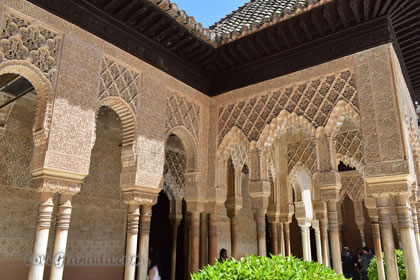 decorations of the nazrid palaces in the alhambra