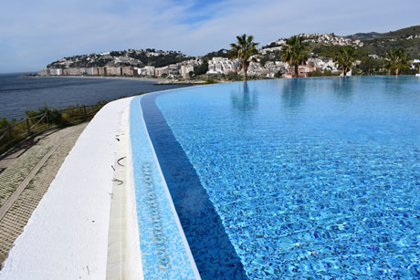 huge swiming pool in almunecar playa hotel