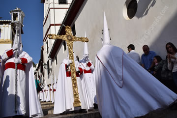 white penitentes on holy thursday granada