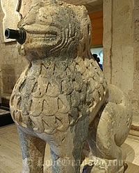 beautiful lion in alhambra museum