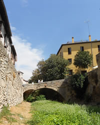 river and bridges in carrera del darro
