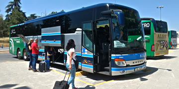 buses that go to granada in the airport