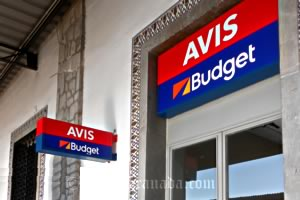 how to get to granada by car, avis rental company sign
